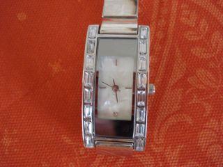 Elegante Damen Armbanduhr,  Tragelänge Ca.  17,  5 Cm,  Silberfarben, Bild