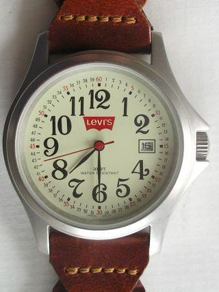 Levis Armbanduhr Stainless Steel 200ft Waterresistent (32) Getragen Bild