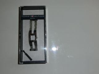 Tommy Hilfiger: Damenuhr,  Verpackt,  Kratzer In Der Verpackung,  Silber Bild