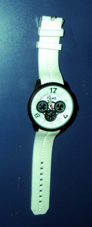 Xxl Weiße Herrenuhr Cooles Design Von Fame Armbanduhr Mode Uhr Mega Auffällig Bild