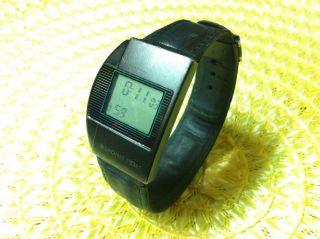 Junghans Mega 1 Retro Herren Armbanduhr Funkuhr Uhr Digitaluhr Funkarmbanduhr Bild