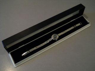 Sehr Zierliche Damen Armbanduhr,  Silberfarben Mit Blauem Ziffernblatt Bild