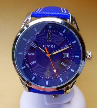 Armbanduhr Gut Ablesbar Für Alle Tage Blaues Zifferblatt Und Armband Mit Datum Bild