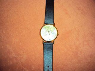 Damenarmbanduhr Mit Weltkarte Gehäuse Gelb,  Armband Schwarz Bild