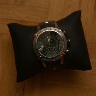 Schweizer Uhr Jaguar Twin Motion Mod.  J01 Bild