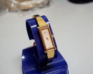 Zierliche - Gucci 1500 - Damenuhr Aus Edelstahl Bild