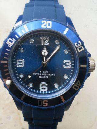 Neu: Sport - Armbanduhr Mit Silikonband Nachtblau,  Water Resistent 5 Bar Bild