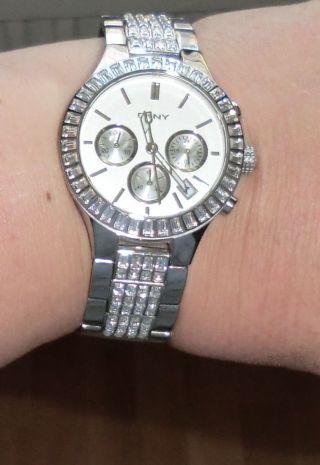 Damen Uhr Mit Glitzereffekt Edel Und Exclusiv Dkny Np 225€ Bild