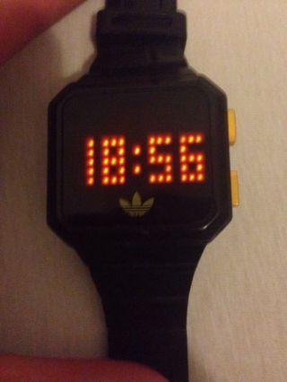 Adidas Uhr Bild