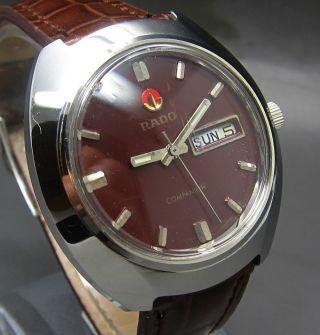 Dunkel Roter Rado Companion 25 Jewels Mit Tag/datumanzeige Mechanische Uhr Bild