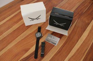 Tw Steel Uhr Chronograph Sansibar Black Pirate Special Edition For Sansibar Bild