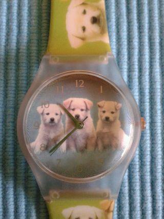 Mädchen Armbanduhr Hundemotiv Bild