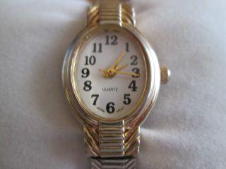 Damen Armbanduhr Edelstahl Zweifarbig Japan Quarz Movement - Neuwertig Bild
