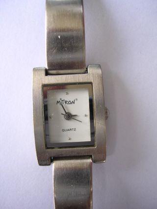 Elegante Und Feminine Armbanduhr Für Damen Dau Mitron Stahlband Bild