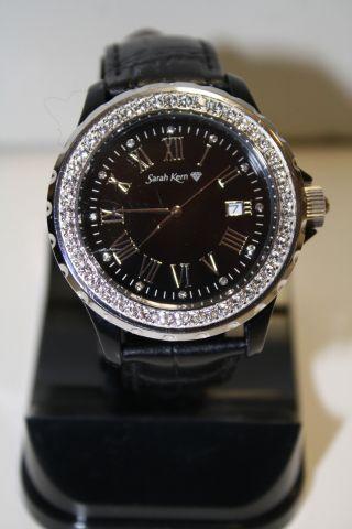 Sarah Kern Uhr Silber Schwarz Diamanten Kristalle Leder Modisch Edel Top Bild