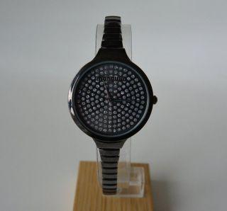 Trendy Uhr Mit Flexarmband Un Funkelsteinen Bild
