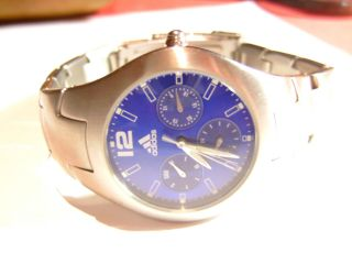 Adidas 316l Edelstahl Armbanduhr 10 - 0151 - 8300275 - Tag - Datum - Sehr Gute Erhaltung Bild