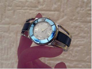 Bezaubernde Damen Spangen Uhr - Tolles Blau - Extravagante Form - Hingucker Bild