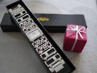 Schöne,  Modische Damenarmbanduhr Von Buffalo Mit Lila Steinchen Bild