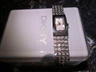 Dkny Damen - Uhr Mit Kristallen Besetzt / Klassisch Elegant / Ny8044 / Bild