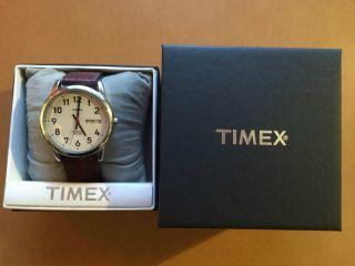Timex Classic Uhr Im Bahnhofsuhrenstil Mit Ziffernblattbeleuchtung Bild