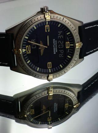 Breitling Aerospace Professional Navitimer F56061 Gold Titan Bild