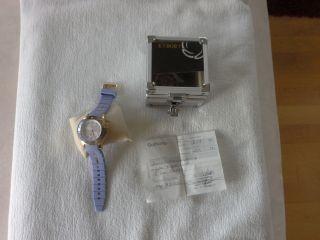 Kyboe Neuwertige Armbanduhr In Flieder Und Gold Bild