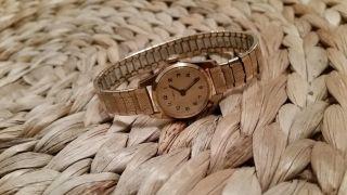 Goldene Alte Timex Damenuhr Zum Aufziehen Bild