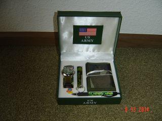 Uhrenset Mit Armbanduhr,  Geldbörse,  Taschenlampe Und Kugelschreiber Bild