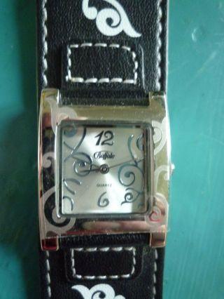 Edel & Lässig Silbrige Damen - Armbanduhr Von Buffalo Western Style Blumenranken Bild