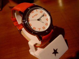 Damen Armbanduhr Mit Rotem Lederband Bild
