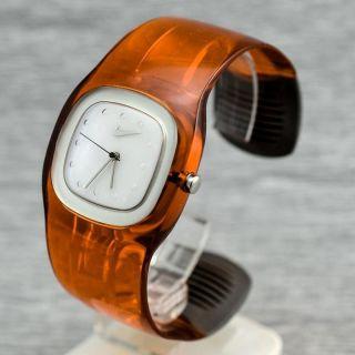 Damenuhr Quarz Nike Wt0010 - 701 Spange Spangenuhr Damenarmbanduhr Mit Licht Bild