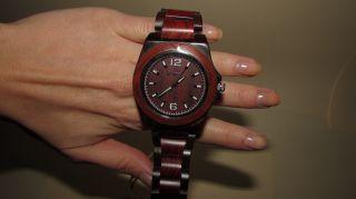 Bewell Holz Armbanduhr Holzuhr Sandelholz Unikat Echtholz Holzarmbanduhr Bild