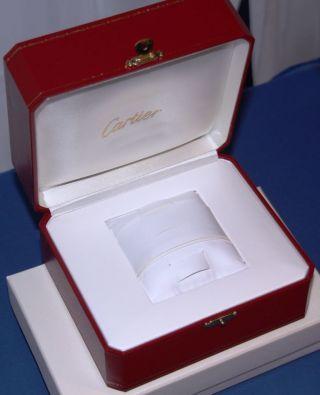 Cartier Box In Rot Mit Goldverzierungen Bild