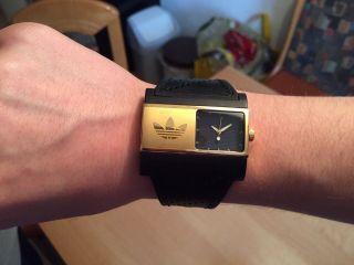 Adidas Uhr Armbanduhr Damen Schwarz/gold Ein Blickfang Top Bild