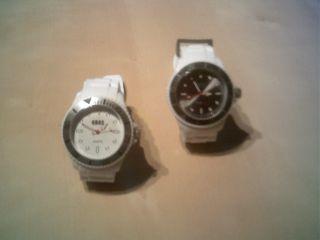 2 Kautschuck - Armbanduhren
