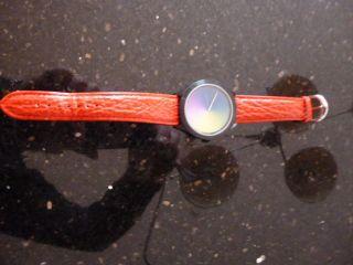 Weihnachtsgeschenk Colour Inspiration Unisexfarbscheibenuhr Lederarmband In Rot Bild