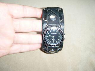 Red Monkey Damenuhr Leder Uhr Schwarz Mit Hangearbeitetem Lederband Wasserdicht Bild