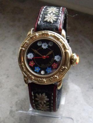 Schweiztypische Luxus Armbanduhr Aus Der Edeluhrenschmiede Michel Jordi Bild