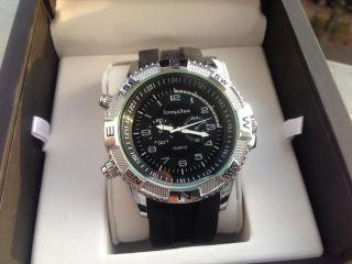 Quartz Herrenuhr,  Extravagante Uhr,  Sehr Edel Bild