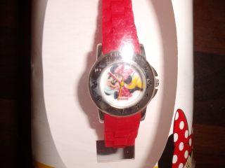 Ungetragen Kinderuhr Uhr Minnie Mouse Disney Rot Weihnachtsgeschenk Geschenk Bild