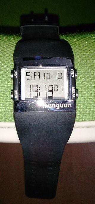 Sportliche Digitale Damenarmbanduhr Von Manguun,  3 Bar,  Gummiarmband,  Schwarz Bild