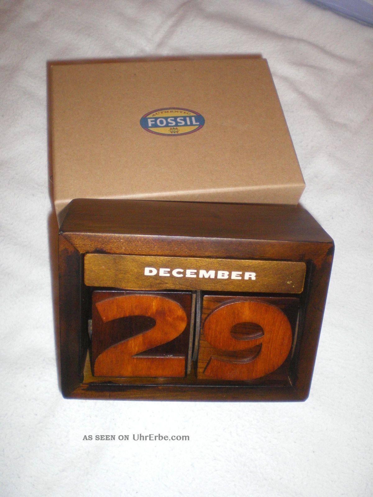 neuer ewiger kalender aus holz von fossil. Black Bedroom Furniture Sets. Home Design Ideas