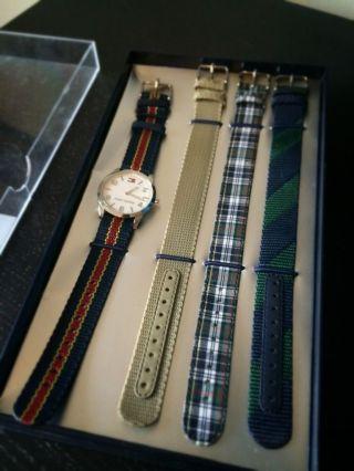 Tommy Hilfiger Uhr F90027 (4 Bänder) Bild