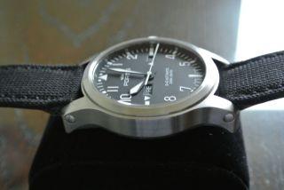 Fortis B - 42 Day Date Uhr Im Stil Einer Fliegeruhr Mit Sehr Guter Ablesbarkeit Bild