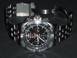 Breitling Chronomat Blackbird,  Großdatum,  Chronometer,  Limited Edition 2000 St. Bild