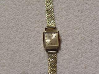 Armbanduhr Mit Goldarmband Bild
