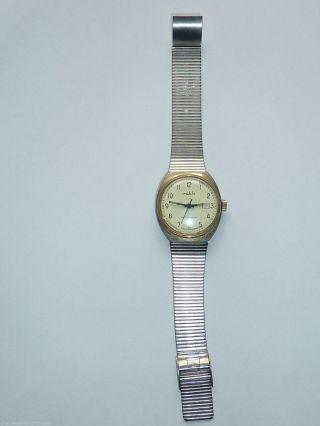 Ddr Armbanduhr Ruhla Mit Datumsanzeige Antimagnetic Aufziehbar Läuft Bild