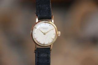 International Watch Co.  Swiss (iwc Schaffhausen) Damen Uhr 585 Er Gold Von 1957 Bild