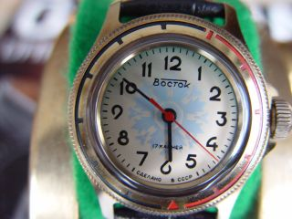 Wostok Armbanduhr,  17 Steine,  Handaufzug Bild